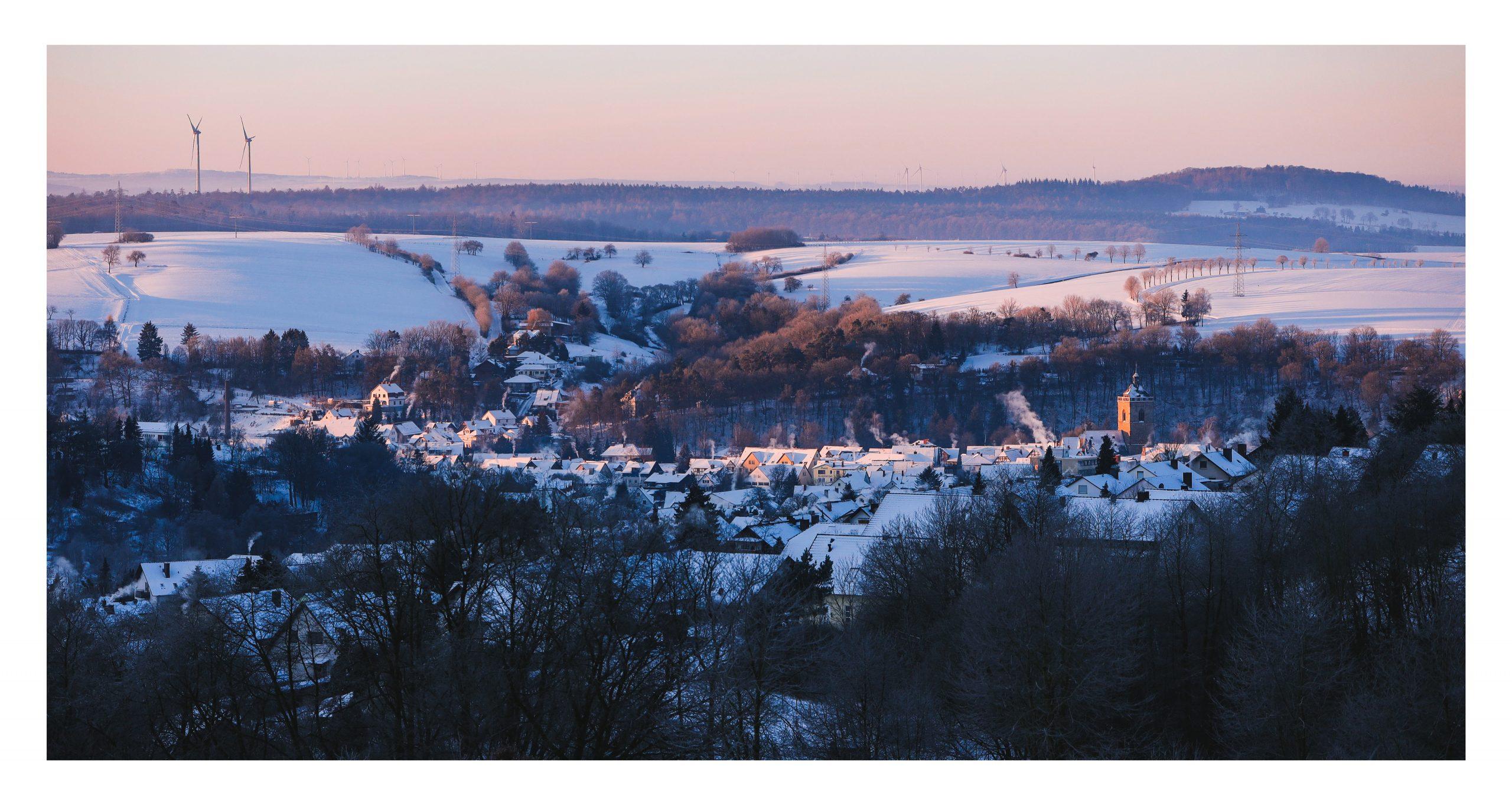 Neukirchen bei Sonnenaufgang im Winter