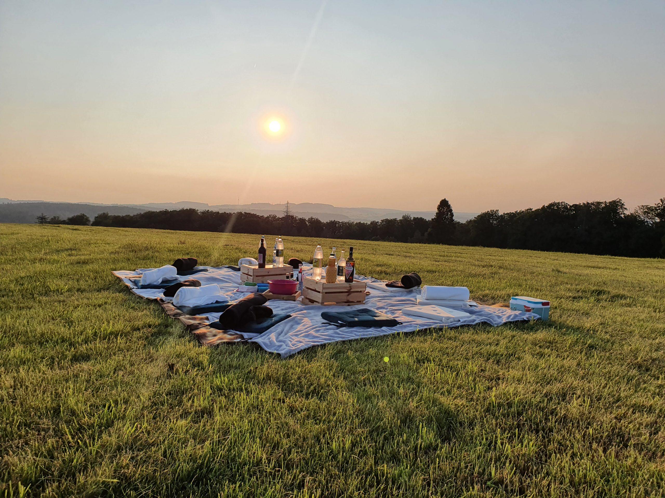 Sonnenuntergangspicknick auf dem Eisenberg
