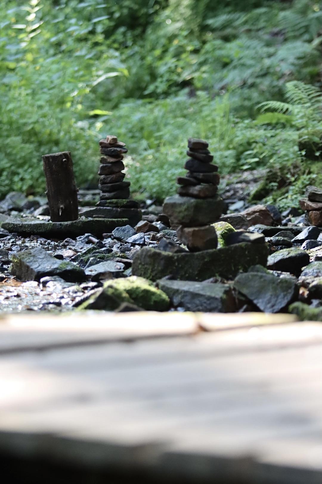 Steinvolle Kunst in der Lochbachklamm